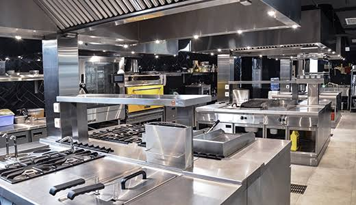 COOKING IN COMMERCIAL KITCHEN EQUIPMENT PREPARATION